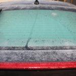 車のフロントガラスが凍結!予防と対処方法は?やってはいけない事もある