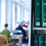 勉強をするのに集中できる図書館やカフェでは自習禁止なの?